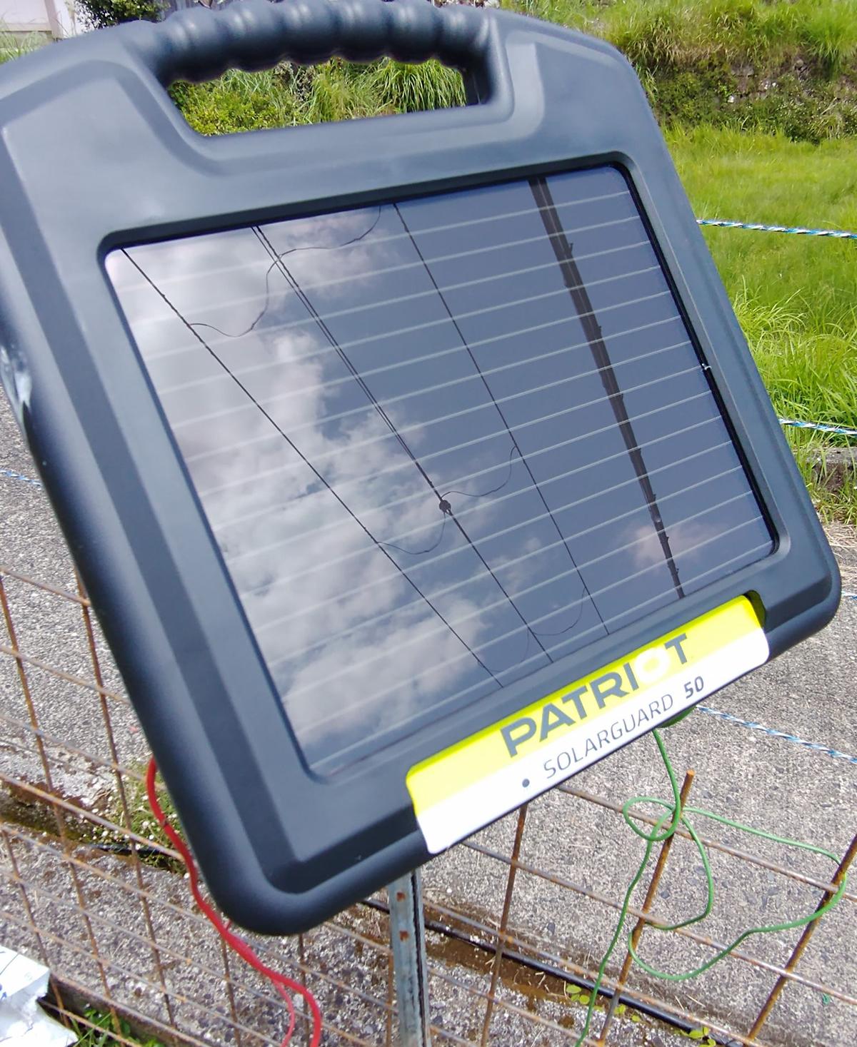 電柵用のソーラーパネルの画像